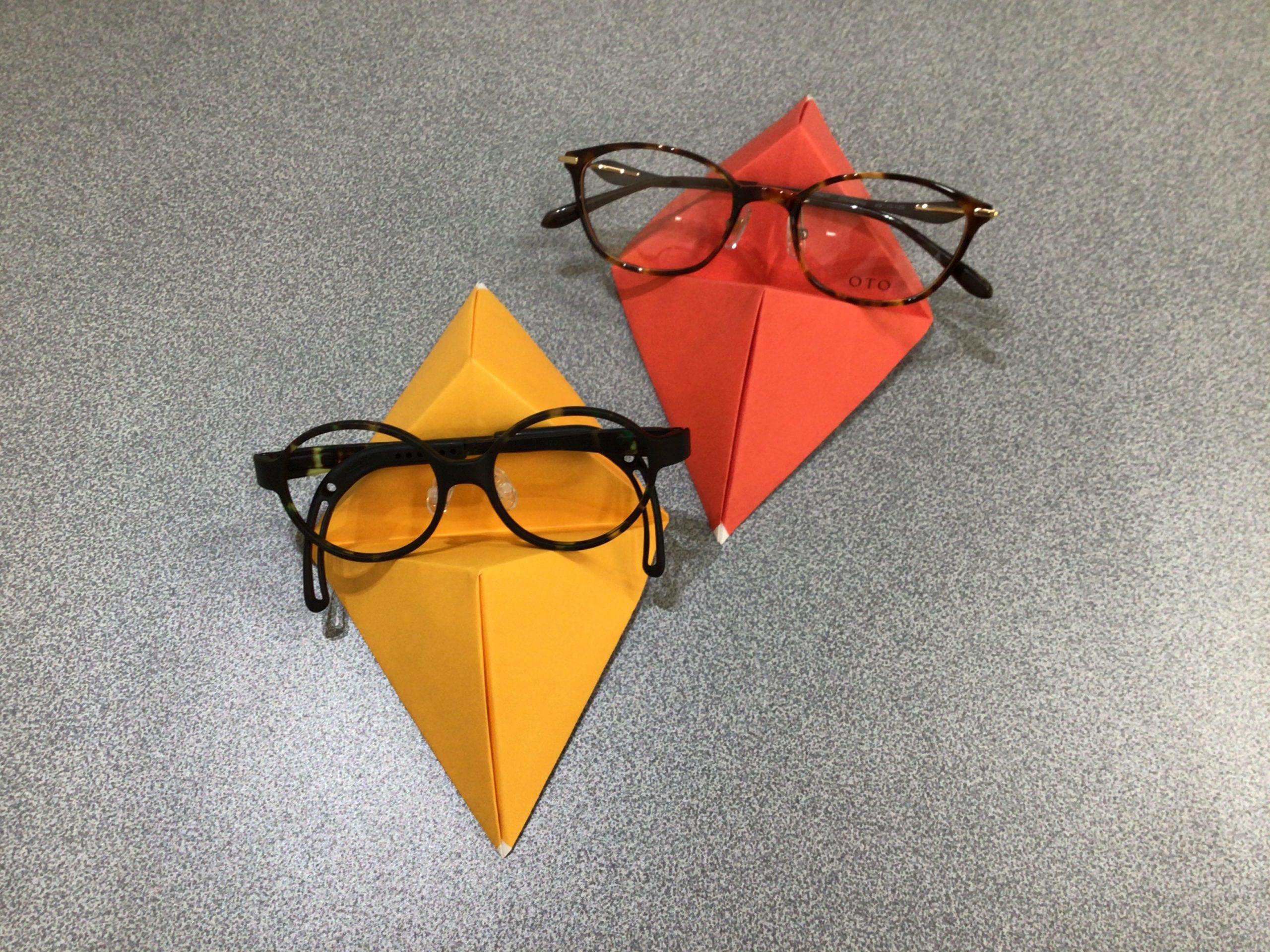 折り紙でメガネスタンド